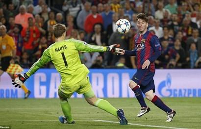 """""""Thiên tài"""" Messi giúp Barcelona đè bẹp Bayern Munich"""
