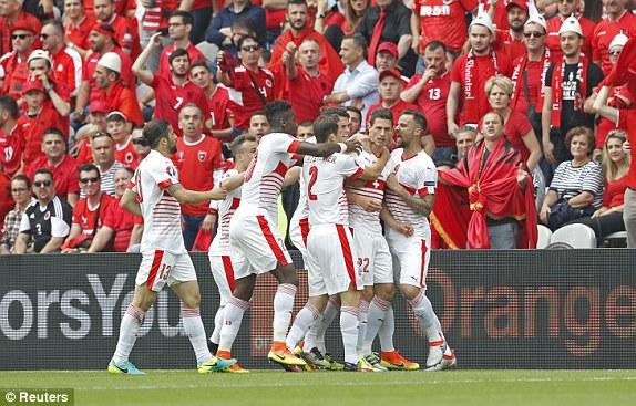 Đội tuyển Thụy Sĩ đã có trọn vẹn 3 điểm trong trận ra quân ở vòng chung kết EURO 2016. Ảnh: Reuters.