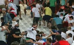 Nga bị UEFA phạt tiền do CĐV làm loạn