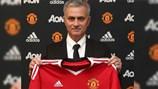 Cái lắc đầu của Mourinho làm hàng triệu fan M.U tán thưởng