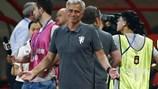 """Mourinho """"bơ"""" sau thất bại ê chề của M.U"""