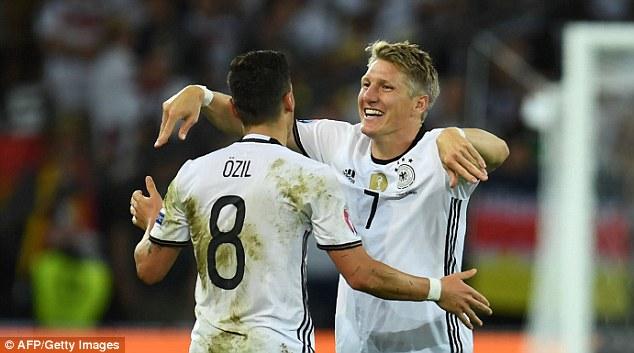 Bastian Schweinsteiger (số 7) đã tuyên bố chia tay sự nghiệp thi đấu quốc tế. Ảnh: AFP/Getty Images.
