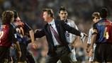 """Chuyện giờ mới kể: Van Gaal từng khóc như đứa trẻ khi bị Barca """"đuổi việc"""""""