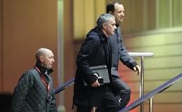 """""""Thích ở khách sạn thì tùy, Mourinho!"""""""