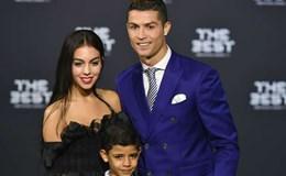 """""""Nhắm mắt"""" mà lấy vợ thôi, Ronaldo!"""