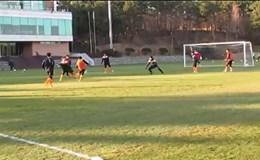 Xuân Trường cứa lòng như... Messi, ghi bàn đấu tập đầu tiên trong màu áo Gangwon