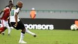 Sao West Ham khiến 2 ngoại binh V.League bại trận