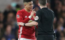 Giẫm lên người Hazard, Rojo vẫn thoát án phạt