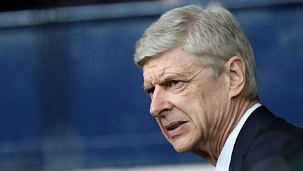 """Ngày này năm xưa: """"Chỉ thêm 1 bảng, có Suarez"""" và sự keo kiệt của Arsenal"""
