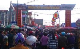 Tắc đường kỉ lục, rác xả ngập chợ Viềng xuân Đinh Dậu