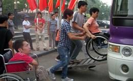 """Ban hành """"Quy tắc ứng xử nơi công cộng trên địa bàn thành phố Hà Nội"""": Có cần thiết hay không?"""