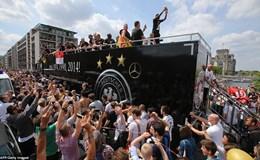 Berlin rợp cờ hoa chào đón đội tuyển Đức