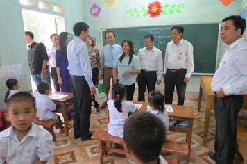 CĐ Giáo dục VN: Tổ chức tri ân nhà giáo, giúp đỡ học sinh khó khăn huyện Định Hóa (tỉnh Thái Nguyên)