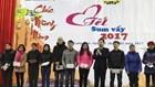 """LĐLĐ tỉnh Lạng Sơn: 208 CNLĐ có hoàn cảnh khó khăn được nhận quà tại """"Tết Sum vầy"""" năm 2017"""
