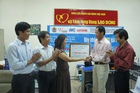 """Chương trình """"Nghĩa tình Hoàng Sa, Trường Sa"""": CNVCLĐ tỉnh Quảng Bình ủng hộ 1,5 tỉ đồng"""