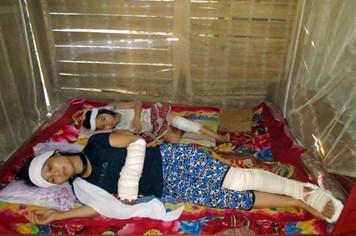 LD15228: Bố tử vong, bé gái lớp 4 chăm mẹ chấn thương sọ não, em gãy chân