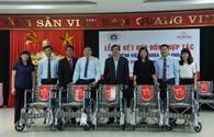 Quỹ TLV Lao Động – Prudential Việt Nam trao tặng 15 xe lăn tới bệnh nhân nghèo tỉnh Phú Thọ