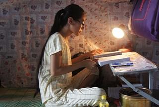 LDS15056: Ước mơ nhỏ nhoi của cô tân sinh viên nghèo