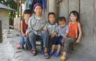 LDS15063: Mồ côi cha, vắng mẹ, 5 chị em ở Sủng Pờ ngơ ngác bên nồi mèn mén