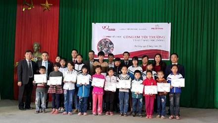 Trao 19 suất học bổng tới học sinh hiếu học Lạng Giang