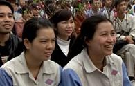 LĐLĐ tỉnh Yên Bái:   Hơn 100 phần quà và vé xe đến với  công nhân nghèo