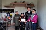 Qũy Tấm Lòng Vàng Lao Động trao quà cho em Phạm Văn Thắng