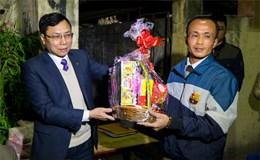 """Tân Bí thư Thành ủy Hà Nội Hoàng Trung Hải gửi quà cho """"xóm chạy thận"""""""