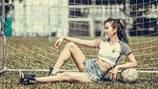 Phương Trinh Jolie sexy ra sân cổ vũ tuyển Pháp