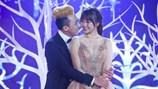 Trấn Thành - Hari Won thoải mái thân mật, tình tứ trên sân khấu song ca