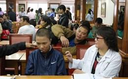 Các bác sĩ Mỹ phẫu thuật miễn phí cho trẻ em dị tật Việt Nam