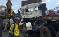 Xe container rơi sắt cuộn rơi xuống đường, gây tai nạn nghiêm trọng