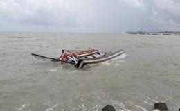 Tàu cá bị chìm tại cửa biển La Gi Do ảnh hưởng của áp thấp nhiệt đới