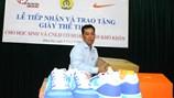 Hơn 6.300 công nhân và học sinh nghèo được tặng giày thể thao Nike chính hiệu