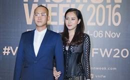 Ngọc Thạch và chồng thiếu gia tay trong tay dự tuần lễ thời trang