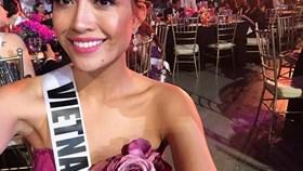 Lệ Hằng khoe vai trần quyến rũ trong đêm tiệc chào mừng của Miss Universe