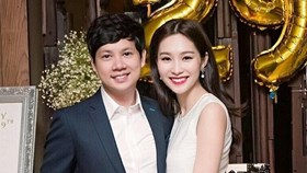 Hoa hậu Thu Thảo bật khóc, hôn bạn trai trong tiệc sinh nhật