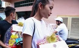 Ngọc Châu mướt mồ hôi đi từ thiện dịp trước Tết Nguyên đán