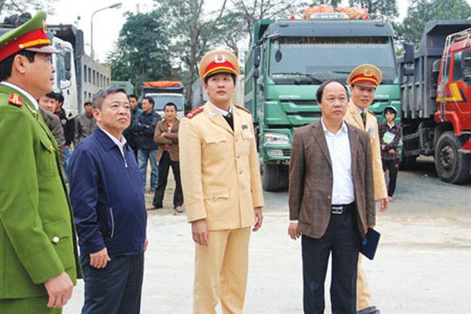 Lãnh đạo tỉnh ra đường, chỉ đích danh xe quá tải thì ai dám vi phạm!