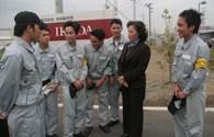 Bà Nguyễn Thị Kim Ngân với công nhân