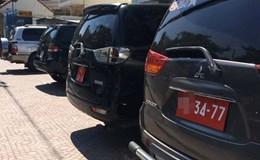 Xử xe công vi phạm trong sân bay Tân Sơn Nhất