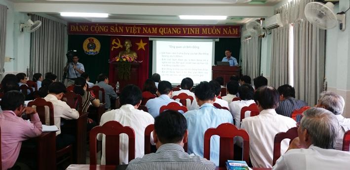LĐLĐ Bình Định:  Bồi dưỡng kiến thức biển, đảo cho gần 100 báo cáo viên công đoàn