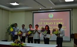 Tổng LĐLĐVN   trao Kỷ niệm chương Vì Sự nghiệp Xây dựng tổ chức CĐ cho 7 đồng chí lãnh đạo Đài THVN