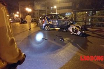 CLIP: Tai nạn nghiêm trọng taxi đâm 7 xe máy trên cầu vượt Tây Sơn - Thái Hà