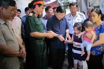 Phó Thủ tướng Trịnh Đình Dũng thăm gia đình quân nhân CASA-212