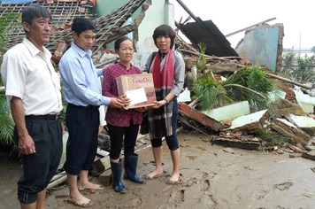 Quỹ Tấm lòng vàng Lao Động đến với rốn lũ Bình Định