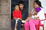LD1714:Xót thương cặp vợ chồng trẻ không có tiền chữa trị cho con