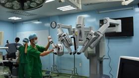 10 bệnh nhân đầu tiên được robot phẫu thuật tại Việt Nam
