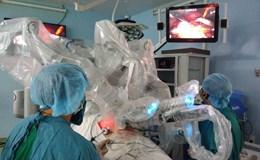 Lần đầu tiên dùng robot để phẫu thuật nang ống mật chủ