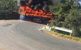 Hàng chục hành khách chạy tán loạn khi xe khách 45 chỗ bốc cháy