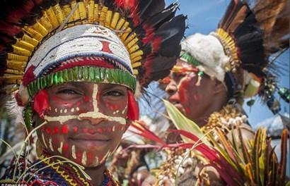 Cận cảnh lễ hội đầy màu sắc của các bộ lạc khắp thế giới
